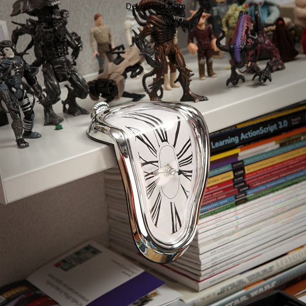 clock-inspired-by-dalis-melting-pocket-watches-4