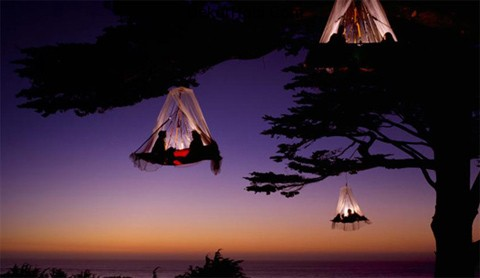 Beautiful-hanging-tent_1