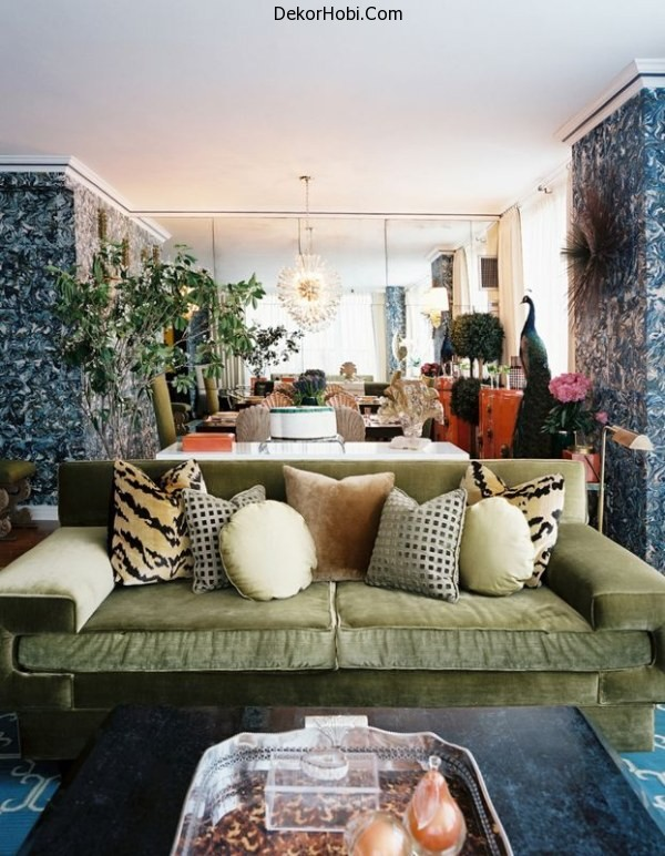 Wallpaper-clearly-delineates-living-room-from-dining-room