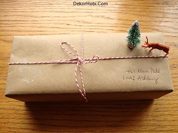 Christmas-scene-gift-wrap