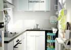 Renkli desenli beyaz İskandinav mutfak