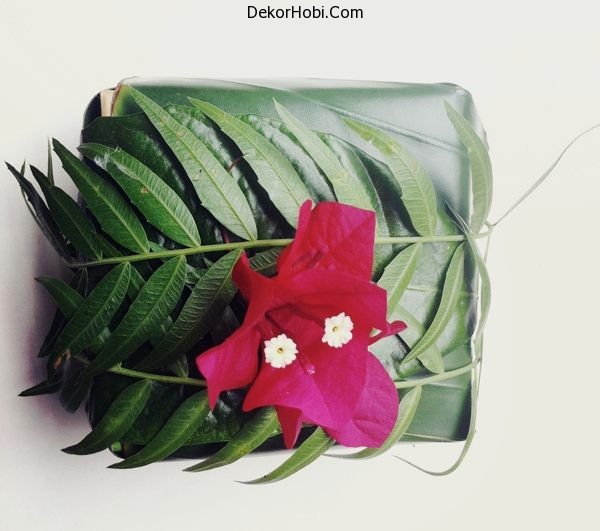 Leaf-and-flower-gift-wrap-idea