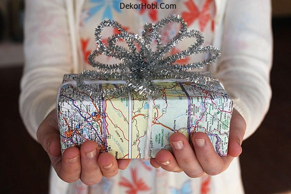 Map-wrapped-Christmas-gift
