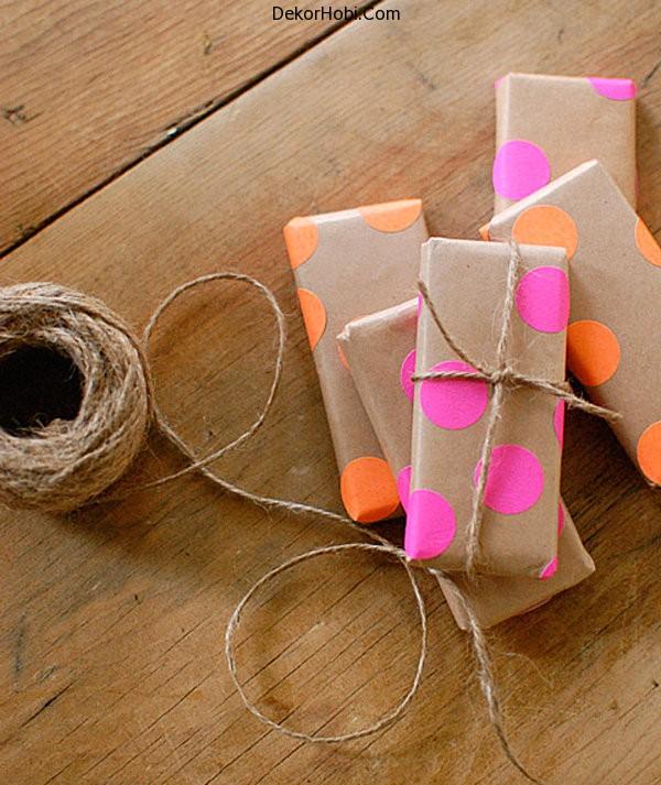 Neon-dot-gift-wrap