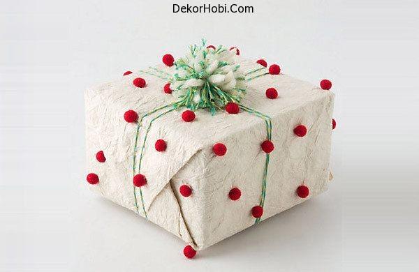 Pom-pom-gift-wrap
