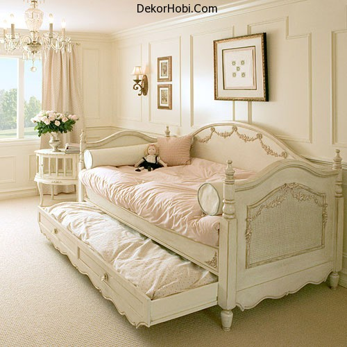 rustic-romantic-girls-room-daybed