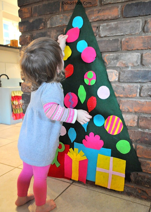 wall-play-felt-christmas-tree-and-ornaments