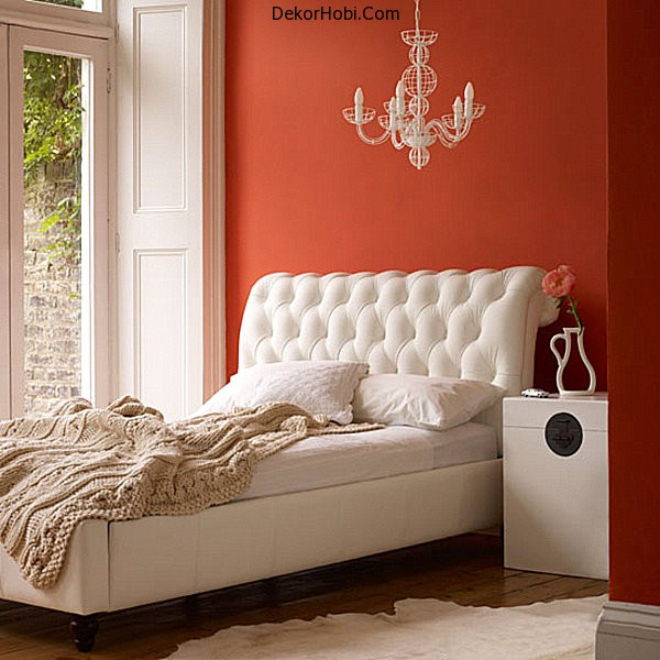 A-chic-orange-small-bedroom