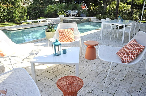 Metal-outdoor-furniture-in-white-and-orange