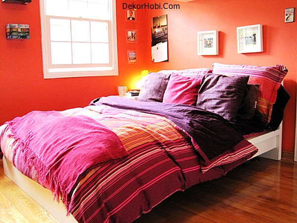 Tangerine-bedroom-with-purple-bedding