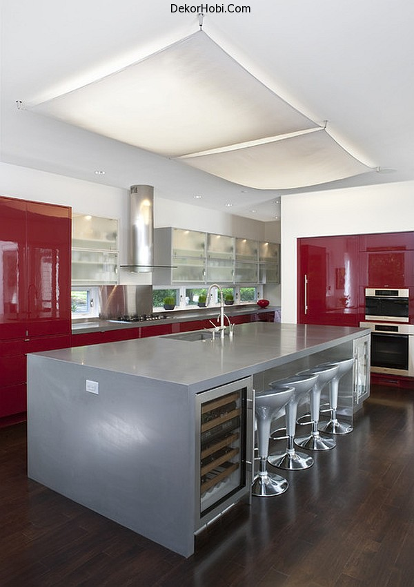 glossy-dark-red-cabinets-and-silver-kitchen-island