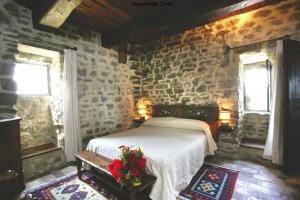 luxury-villa-tuscany-italy-bedroom