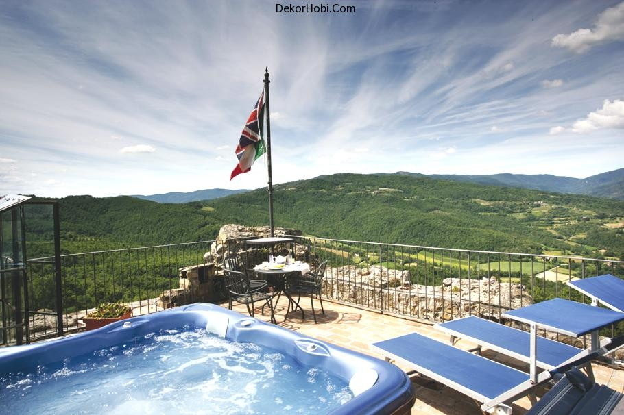 luxury-villa-tuscany-italy-jacuzzi