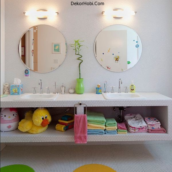 Amusing-accessories-turn-this-otherwise-modern-bathroom-into-a-fun-place-for-kids