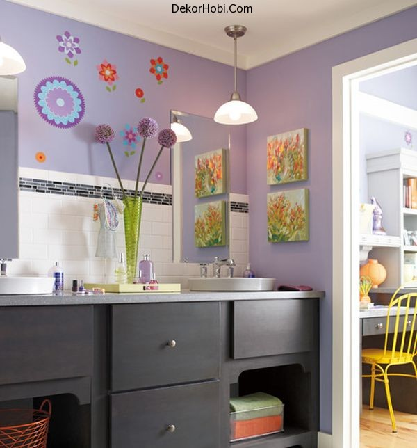 Purple-kids-bathroom-with-ample-color-and-attractive-wall-art