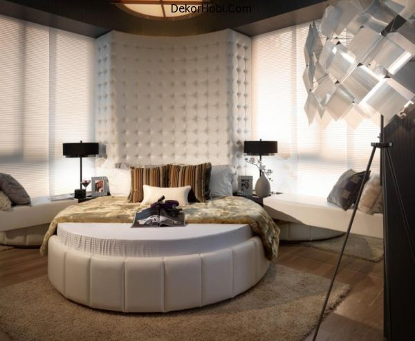 Antique-decor-and-a-round-bed-combine-to-create-a-modern-bedroom