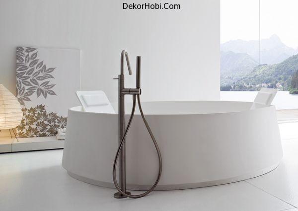 round-modern-bathtub