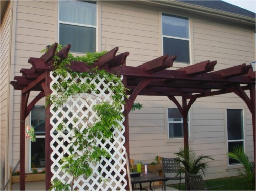 easy-to-make-diy-outdoor-pergolas4-500x373