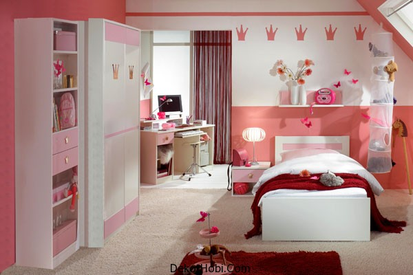 Add-some-scarlet-red-to-the-pink-and-white-bedroom-for-a-brighter-look