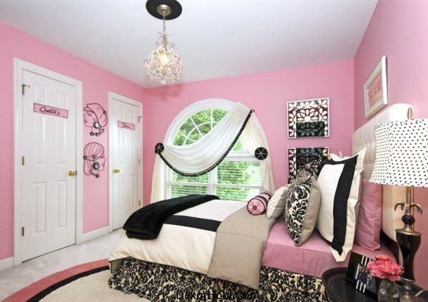 Black-white-and-pink-combine-to-create-a-stylish-and-modern-girls-bedroom