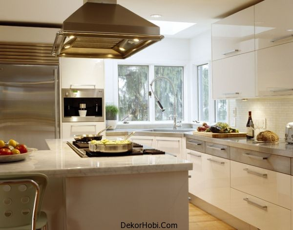 Ergonomic-contemporary-kitchen-in-white-with-a-stylish-corner-sink
