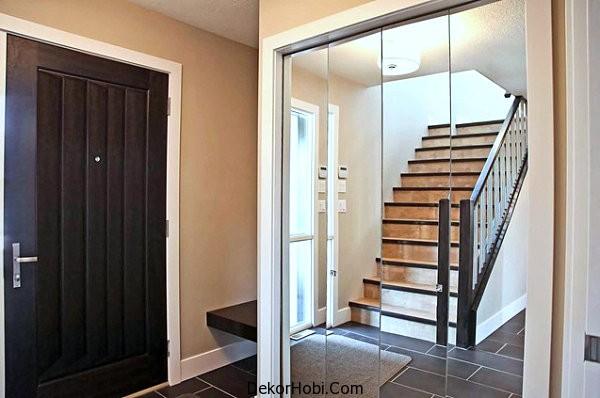 Mirrored-closet-doors-add-depth-in-an-entryway
