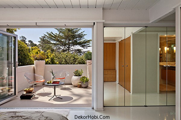 Mirrored-closet-doors-with-contemporary-flair