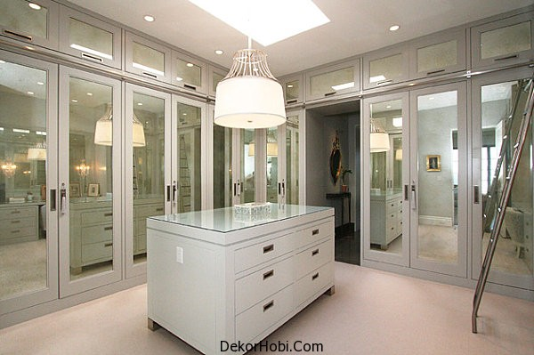 Mirrored-doors-in-a-contemporary-closet