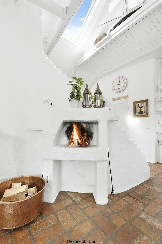 Gorgeous_6_White_Attic_Penthouse