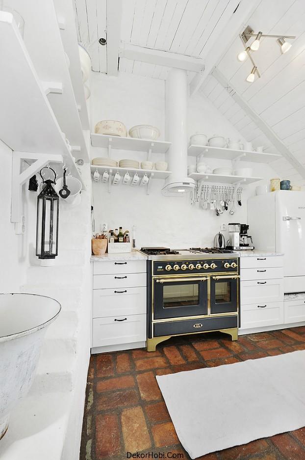 Gorgeous_8_White_Attic_Penthouse