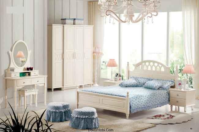 Klasik Mobilyalar İle Krem Yatak Odası Modelleri