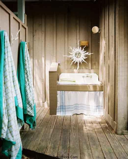 Outdoor-sink-in-a-beach-bathroom