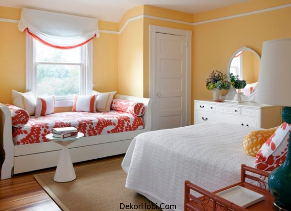 Sleigh-daybed-adds-chic-accents-of-red
