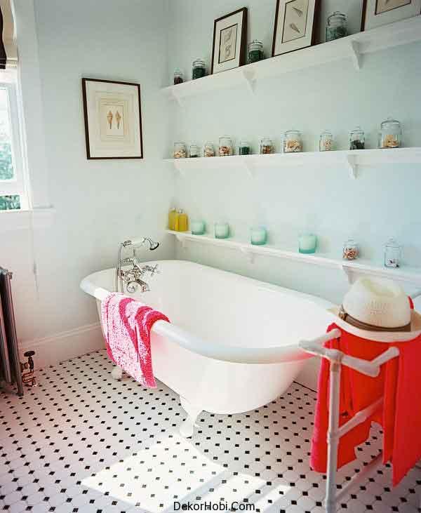 Traditional-beachy-bathroom