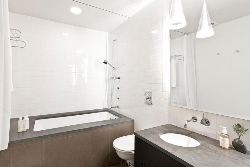 black-and-white-bathroom-soho-apartment