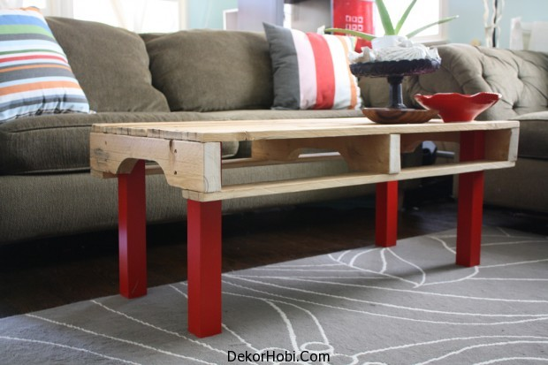 pallete-coffee-table-red-base