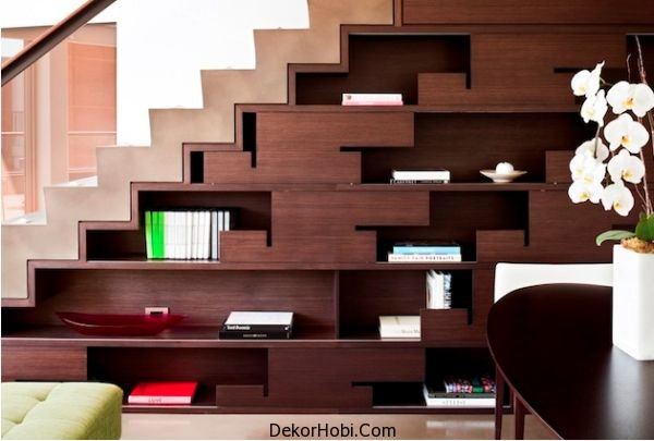 understairs-bookshelf