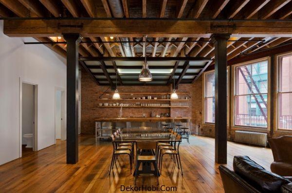 Ahşap döşeme ve ahşap kirişler özelliğine sahip çok güzel ve sıcak yemek odası