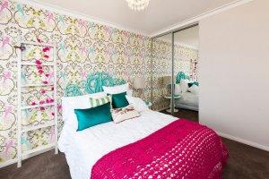 Renkli Pembe Yatak Odasi