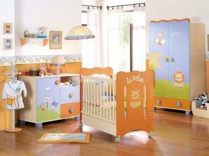 Turuncu ve mavi bebek odasi