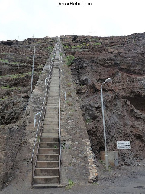 Worlds-Longest-Straight-Staircase-3