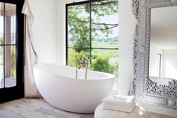 white-modern-bathroom-with-decorative-elements