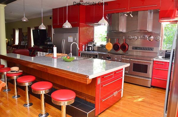 Brilliant-red-kitchen-with-midcentury-styling