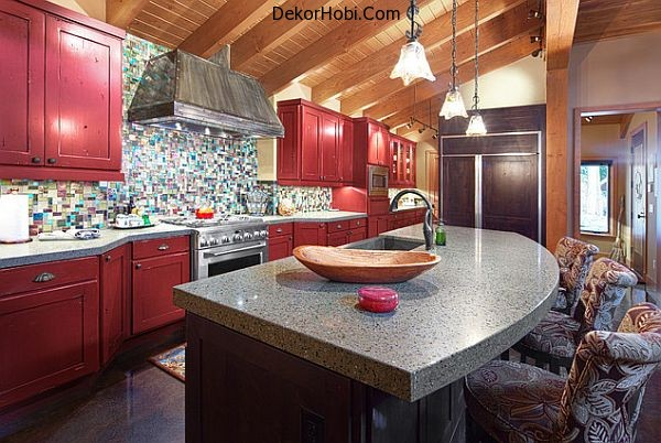 traditional-kitchen-with-dark-red-cabinets